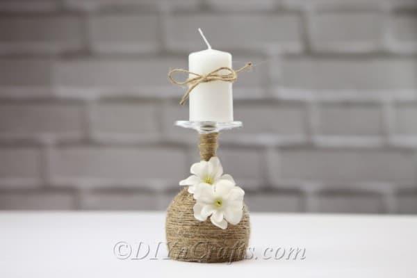 Vyrobte si rustikálny svietnik z poháre na víno